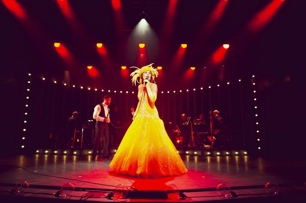 Kaya Brüel som Josephine Baker i Glassalen på Tivoli. Foto Rumle Skafte